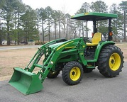 MINT 2OO4 John Deere 471O 4X4 tractor w/ attachments
